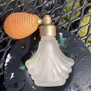 Vintage Atomizer Frosted Shell Shaped bottle